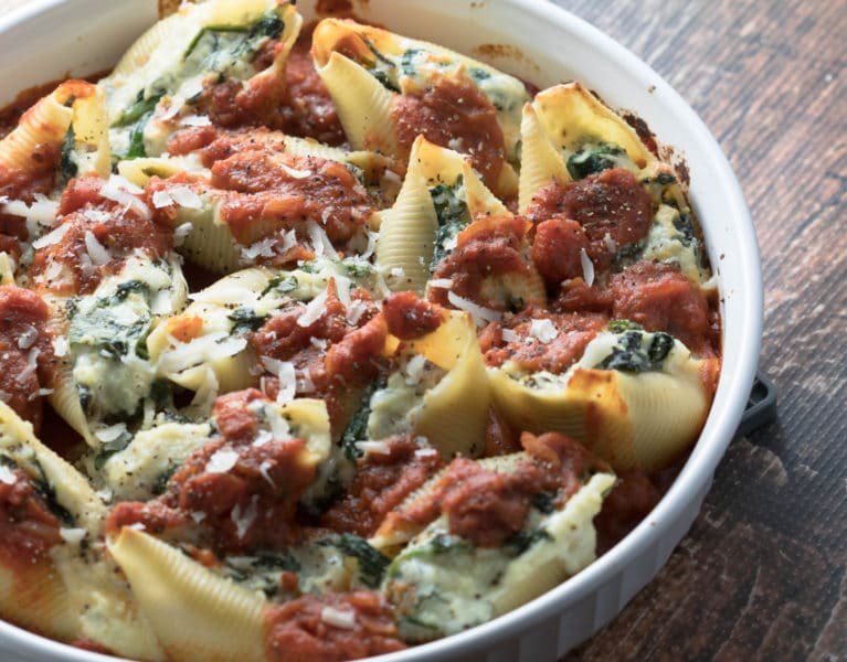 Ricotta and Spinach Stuffed Shells will be sure to make your friends and families taste buds happy! Krollskorner.com