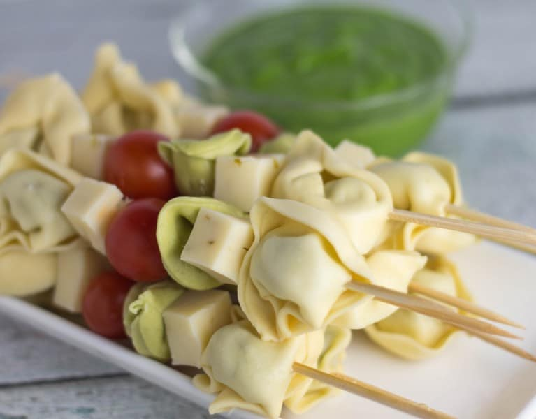 Happy Spring! These tortellini skewers with lemon spinach pesto are a perfect light and satisfying appetizer! | Krollskorner.com