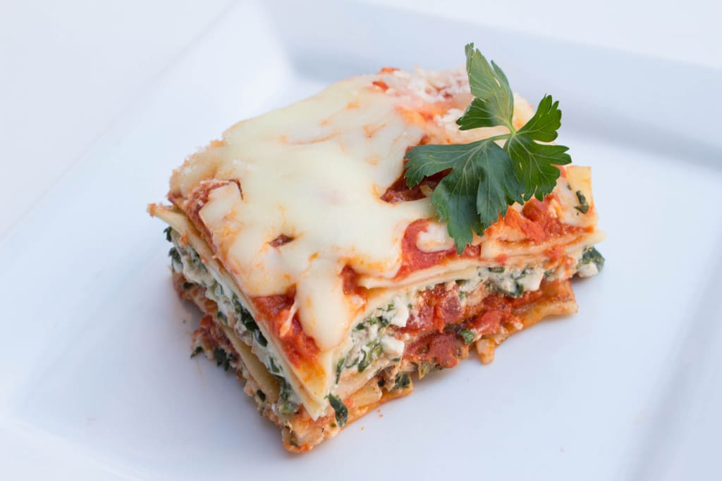 Spinach and Mushroom Veggie Lasagna - makes for a great freeze meal too! Make ahead and freeze for easy weeknight meals! Krollskorner.com