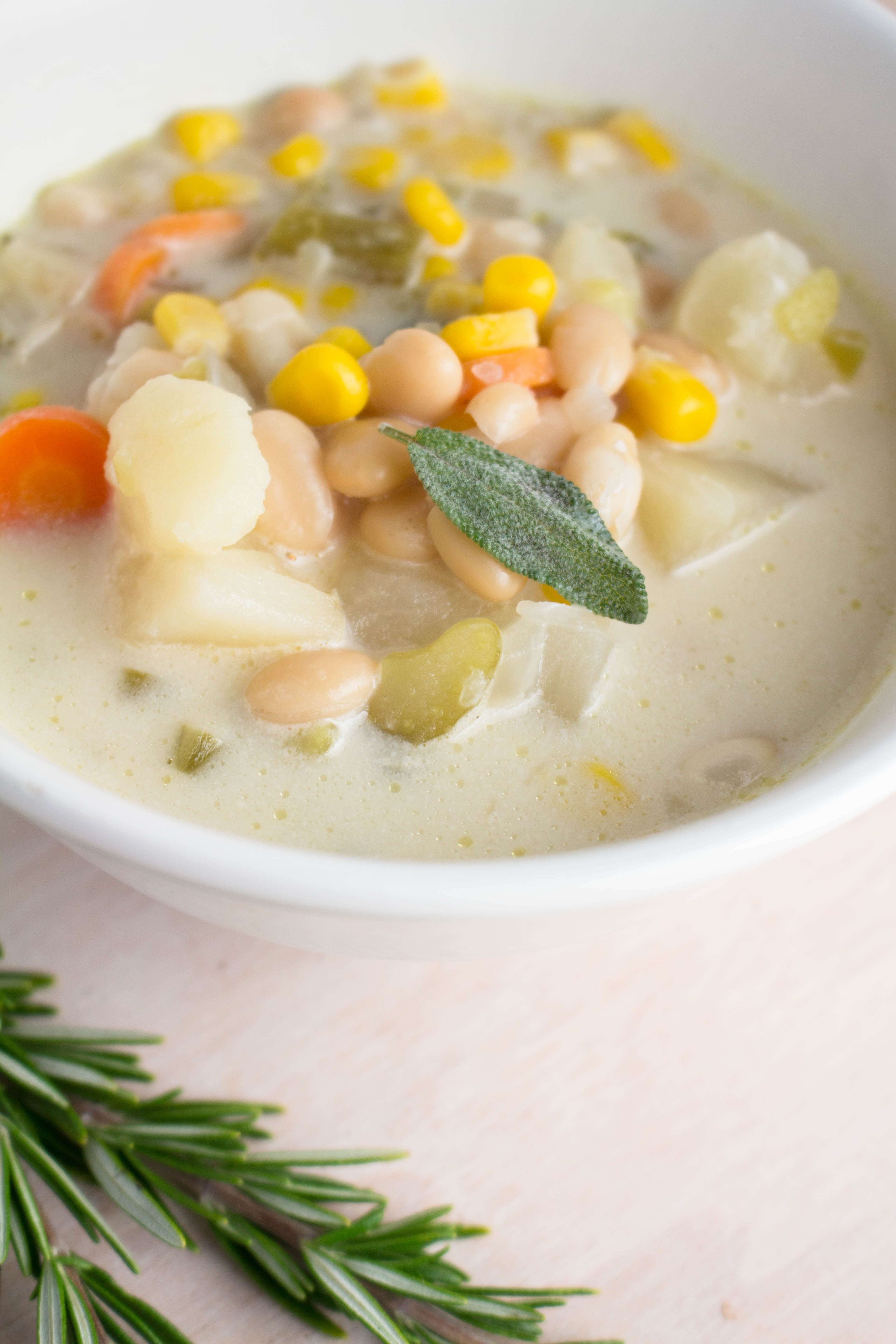 Corn and Potato Chowder - this soup is creamy yet chunky with a sweet taste of corn! mmm, recipe at Krollskorner.com