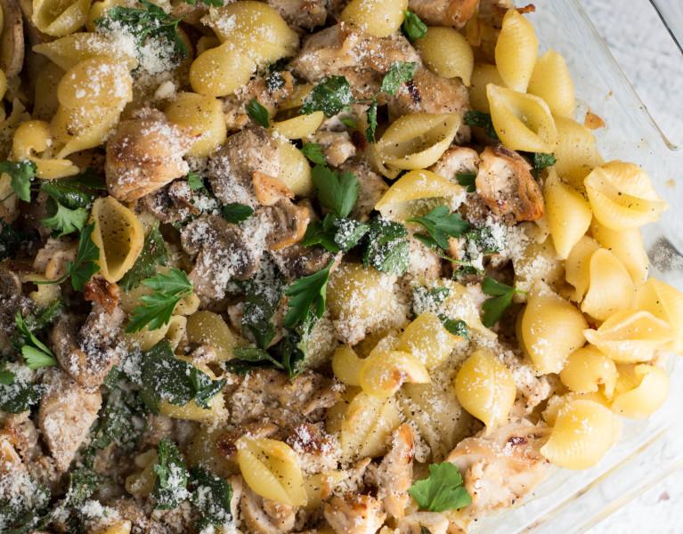 Enjoy yourself this weekend with the yummy Herb Bake Chicken Pasta! // Krollskorner.com