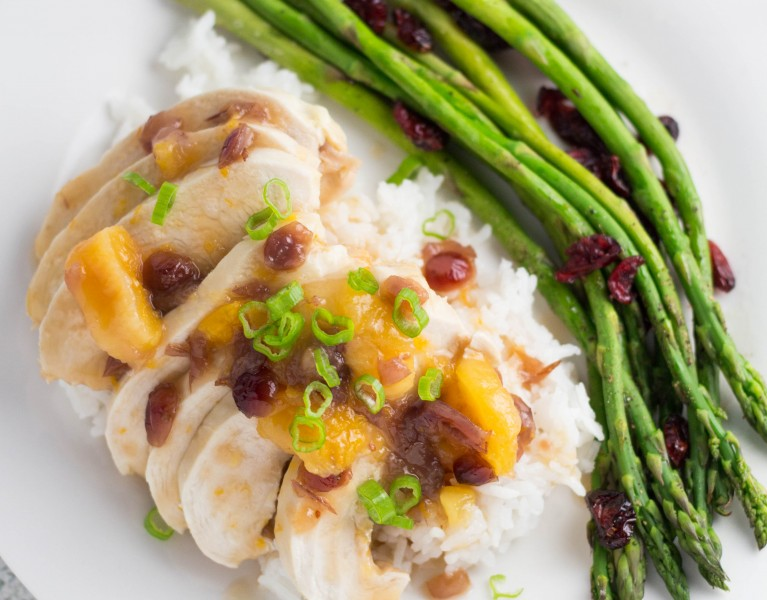 Cranberry-Apricot Chicken - easy yet elegant meal to impress your loved ones this Easter! #CranberryBogBlogger #CranberryInstitute