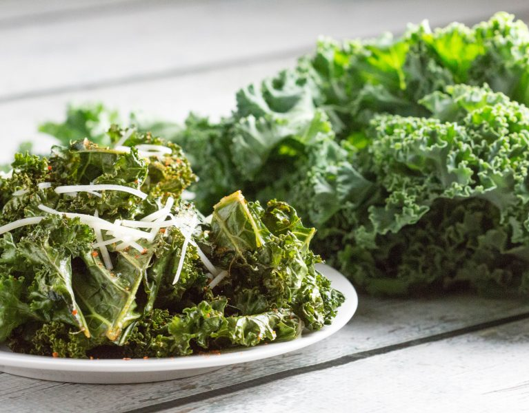 Kickin' Kale Chips! You won't be able to just eat one! |Krollskorner.com