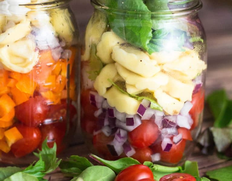 Tortellini Mason Jar Salad. Perfect for lunches on the go, ditch the fast food salad loaded with hidden calories and grams of fat! |krollskorner.com