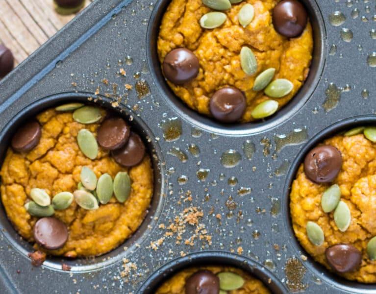 Flourless Greek Yogurt Pumpkin Muffin Bites! #fall #KrollsKorner |Krollskorner.com