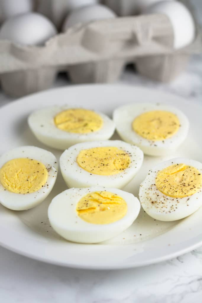 Making hard boiled eggs can be tricky...learn my tips to make the perfect hard boiled egg every time! Hard boiled eggs are a life saver for breakfast during busy mornings! Krollskorner.com
