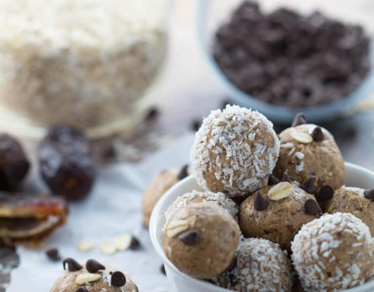 These no-bake almond energy bites are the perfect pre or post workout snack, or even to curb your cravings in the afternoon! |Krollskorner.com