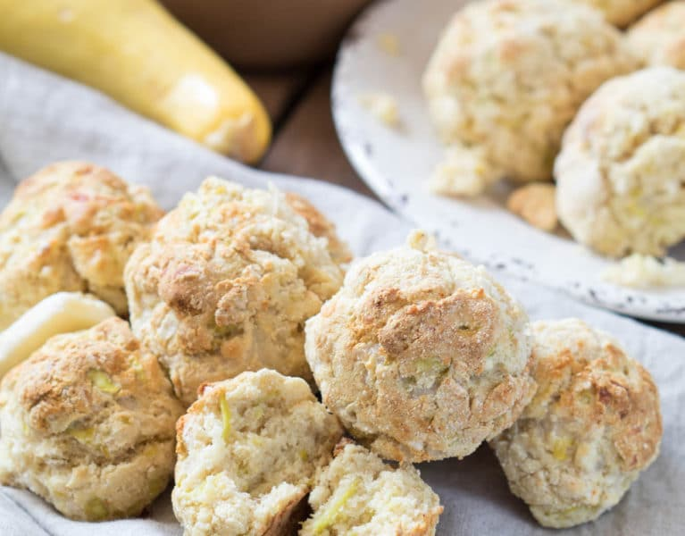 These Yellow Squash Cheesy Biscuit will be perfect at your Easter Brunch! |Krollskorner.com