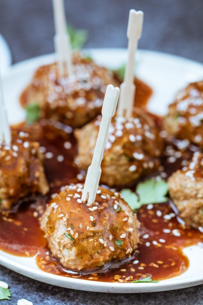 Sriracha Teriyaki Ground Turkey Meatballs...such an easy & delicious recipe!! Whip these bad boys up with rice & broccoli for an easy weeknight dinner! krollskorner.com