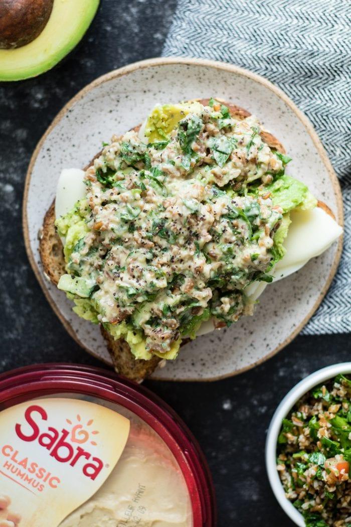 #AD Tabbouleh Hummus Avocado Sandwich - plant based, delicious, and flavorful! #sabra #krollskorner #sandwich #thereciperedux