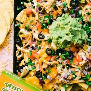 sheet pan nachos with chicken and guacamole