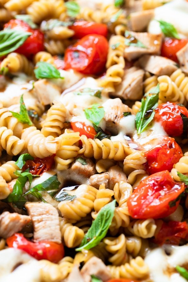 chicken pasta with basil and tomatoes