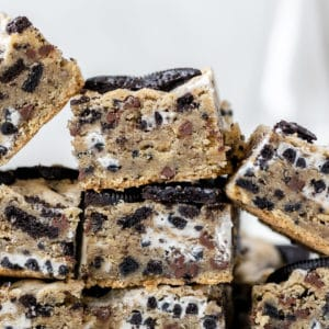 a stack of cookies and cream Oreo bars